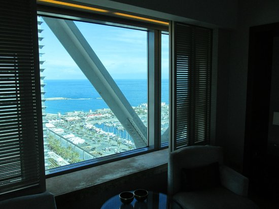 Hotel Arts Barcelona: view to the beach from 24 floors up