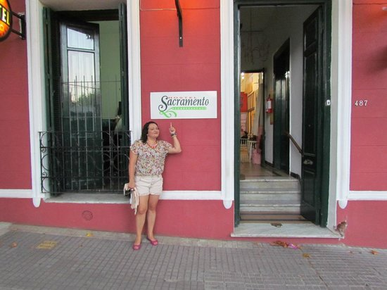 Sacramento Hostel:                   frente do hostel