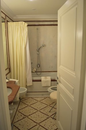 Villa La Vedetta:                   Bathroom, very luxurious