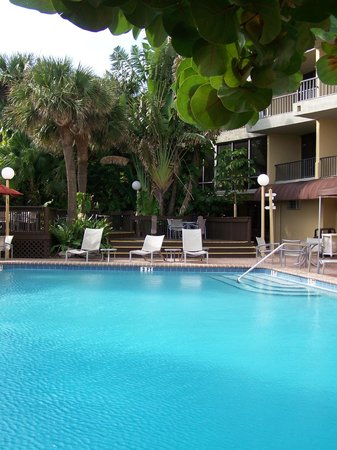 La Quinta Inn & Suites Cocoa Beach Oceanfront:                   pool area, our room was right above the maroon awning