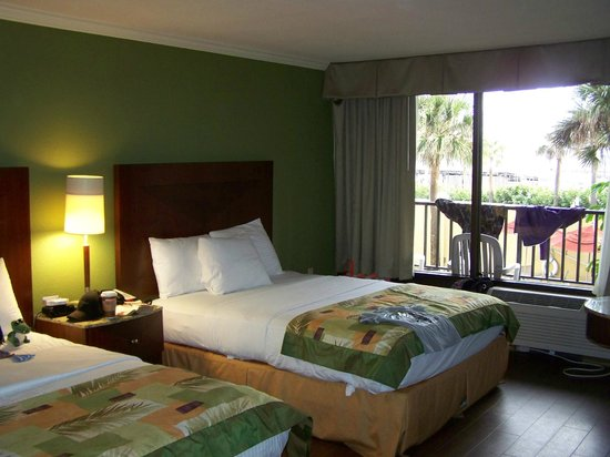 La Quinta Inn & Suites Cocoa Beach Oceanfront:                   our room was clean and comfortable!