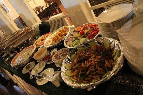 Spice Court Restaurant:                   Buffet line at Spice Court                 