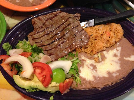 Mexico Lindo Restaurant: Carne asada with the usual accessories.  Tasty.