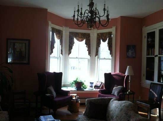 Afton Mountain Bed & Breakfast: Common Room