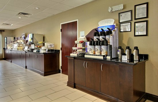 Holiday Inn Express Savannah S I-95 Richmond Hill: Hot Breakfast
