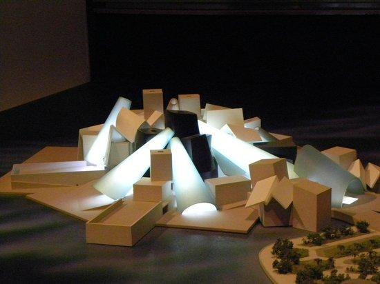 Manarat al Saadiyat :                   Modello Guggenheim Museum