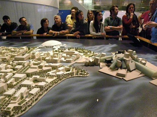 Manarat al Saadiyat:                   Plastico Abu Dhabi 2030 con Guggenheim Museum