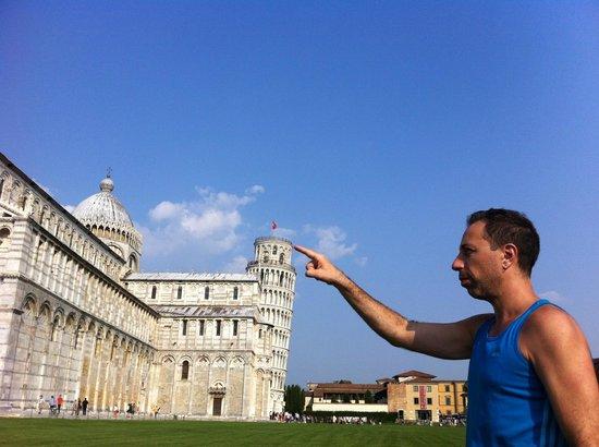 Tours of Pisa:                   Brincando com a Torre