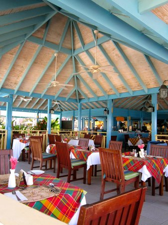Bay Gardens Beach Resort: Restaurant