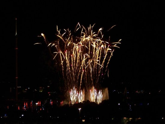 Renaissance Orlando at SeaWorld: seaworlds fireworks right out our window!