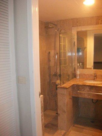 VIK Hotel Arena Blanca:                   La salle de bain