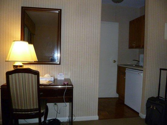 Wellington Hotel: 16th Floor single room