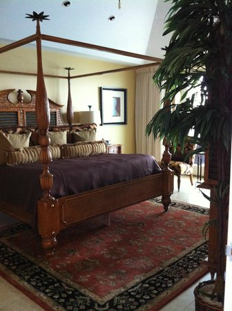 Caribbean Club : Master Bedroom with door to balcony