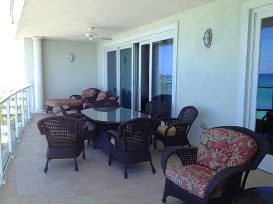 Caribbean Club: Balcony with plush furniture