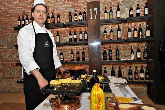 L'Angolo Ristorante & Pizzeria:                   Paolo, the owner