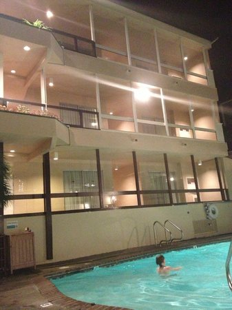 Pacific Edge Hotel on Laguna Beach:                   Motel feeling outside by pool