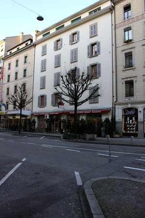 Hotel Admiral Geneva : Petit Chalet restaurant nearby - great pizza