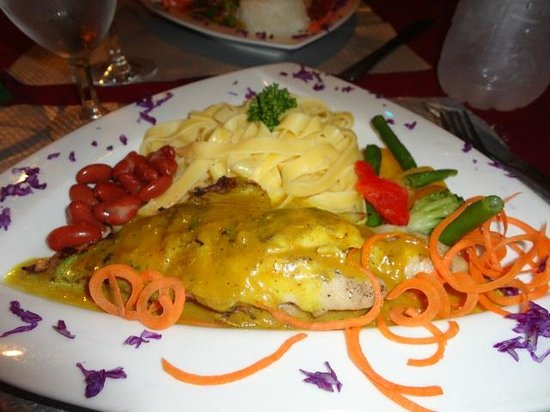 Le Ti Coin Creole : Curried Red Snapper