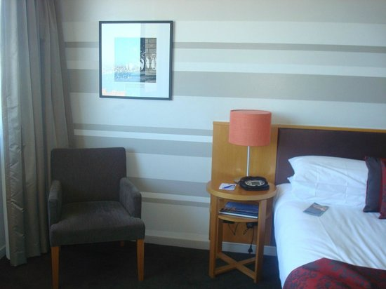 North Sydney Harbourview Hotel: Our room
