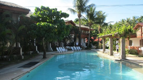 Club Mabuhay Lalaguna Resort: big pool area
