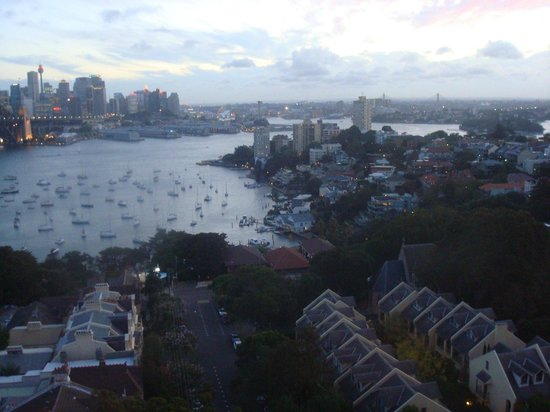 North Sydney Harbourview Hotel: View from our room at dusk