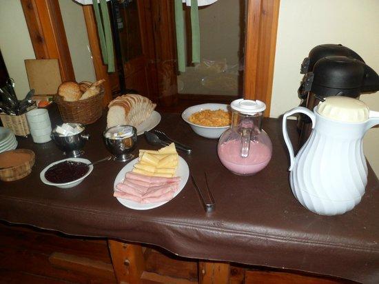 Traunco Hosteria: Desayunador- Comedor-  Hostería Traunco- Villa La Angostura- Año 2013.