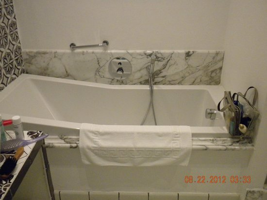 Hotel Marina Riviera:                   Bathroom, tub
