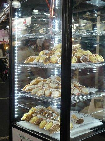 Queen Victoria Market:                   Delicious Cannoli