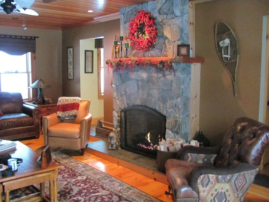 Dillon Hill Inn, B&B & Cabins:                   Common area with gas fireplace