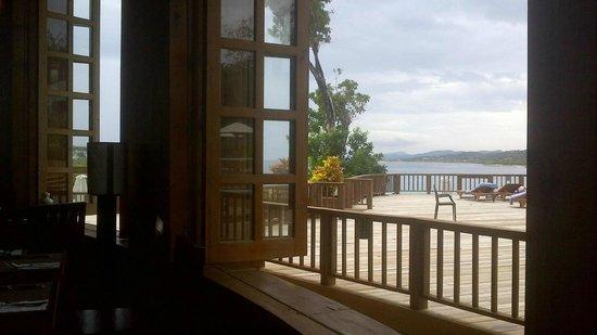 Media Luna Resort & Spa :                   The dining room overlooking the deck