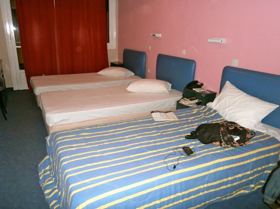 Soho Hotel :                   3 beds in room advertised as accommodating 4