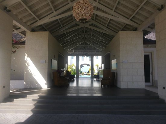West Bay Club: View through hotel lobby, pool area, and to the beach