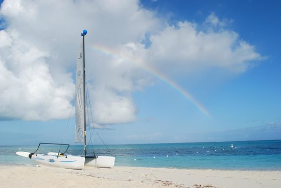 West Bay Club: Rainbow on the beach
