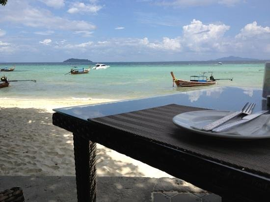 Holiday Inn Resort Phi Phi Island:                   lunch on the beach