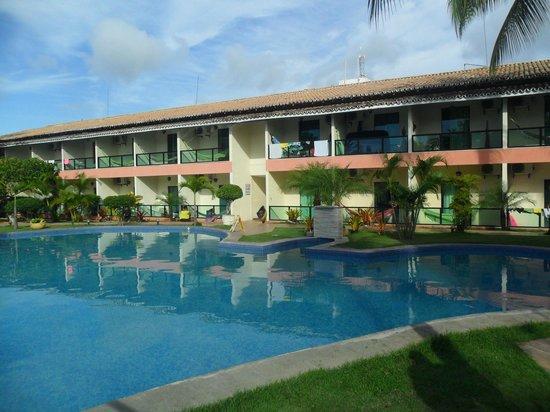 Hotel Beach Hills:                   vista da piscina e apartamentos de frente