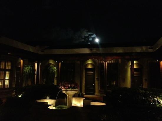 هوتل كامينو ريال أنتيجوا:                   courtyard                 