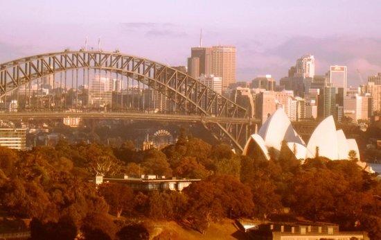 Holiday Inn Potts Point - Sydney:                   Sunrise in Sydney