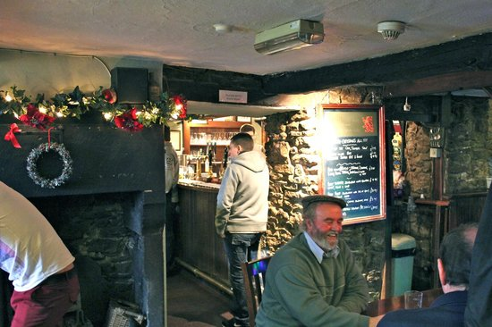 Litton, UK: The Red Lion Christmas Morning