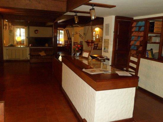 Recepción- Hotel del Viejo Esquiador- San Martín de los Andes 2013.