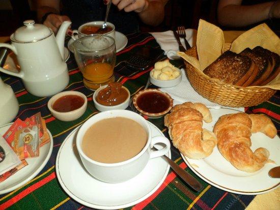 Desayuno- Hotel del Viejo Esquiador- San Martín de los Andes 2013.