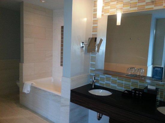 Kimpton Ink48 Hotel:                   Bathroom in the Hudson Suite