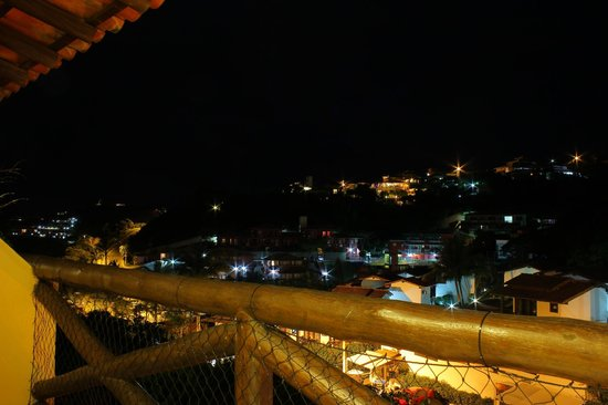 Rio Buzios Beach Hotel: Vista desde el balcón de noche