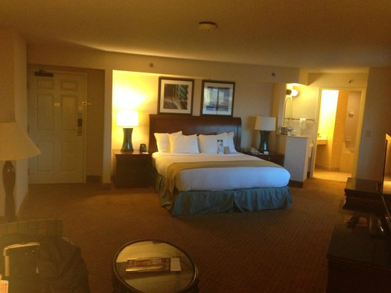 DoubleTree by Hilton Modesto: Room 502 Comfortable Bed