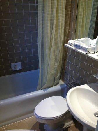 Wellington Hotel: Bathroom