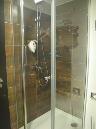 Park Inn Hotel Prague: Good water pressure shower