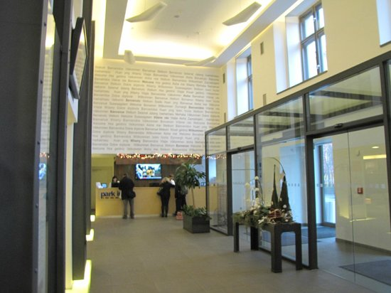 Park Inn Hotel Prague: Lobby / reception area