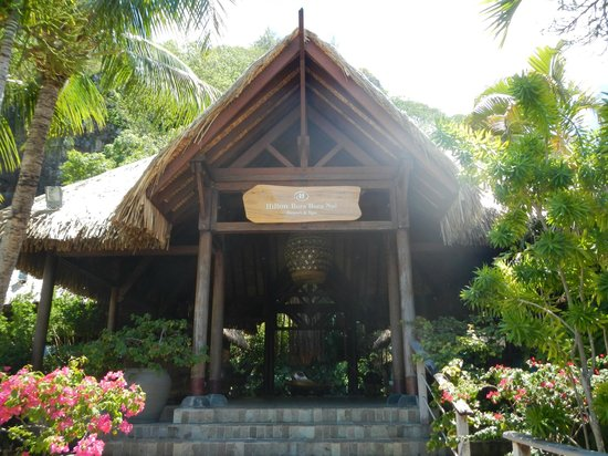 Conrad Bora Bora Nui:                   The gift shop, pearl shop, and 2 restaurants are connected to this main entran