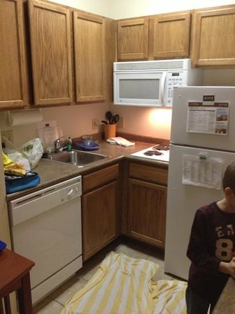 Staybridge Suites Fargo: the kitchenette