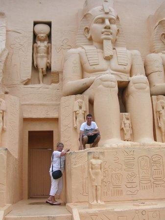 Мини-Сиам и мини-Европа:                   les pyramides