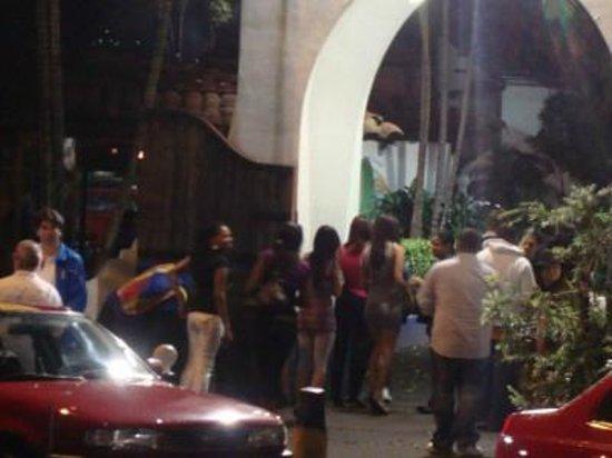 El Pueblo :                   Entrance with line